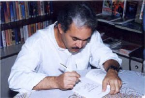 Autografando o livro A Voz Necessária na Paulus, em Campinas, em 1998