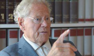 Hans Küng nasceu em 1928 em Sursee, cantão de Lucerna, Suíça