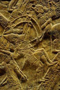 Tropas assírias de Senaquerib atacam Laquis, em Judá, em 701 a. C.